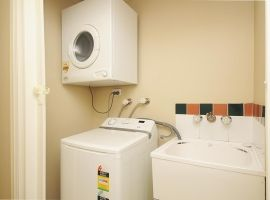 port douglas 3 bedroom apartment - laundry